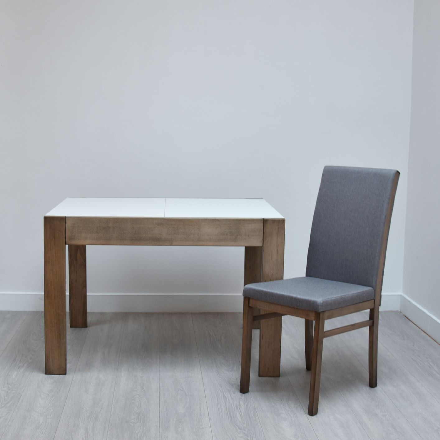 Extendable Table Neapol and Lur Chair from GVA Interiors