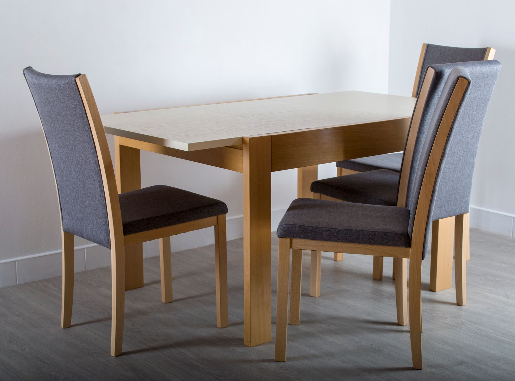 Extendable Table Neapol and Lur Chairs from GVA Interiors